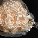 Csepp Menyasszonyi csokor,tartóscsokor, Esküvő, Esküvői csokor, Esküvői dekoráció, Hajdísz, ruhadísz, Virágkötés, Varrás, Kézzel készített szatén rózsákból álló, csepp formájú menyasszonyi csokrot kötöttem pezsgő színben...., Meska