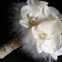 Orchidea csokor tollgallérral , Puha tollgallér veszi körül a gyöngyház fény...