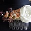 Díszfésű rózsákkal esküvőre, Esküvő, Esküvői ékszer, Hajdísz, ruhadísz, Menyasszonyi ruha, Áttetsző ,rózsaszín üvegvirágok és apró habrózsák alkotják ezt a kis kompozíciót.Szaténból készült g..., Meska