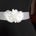 Fehér boglárka öv esküvőre, Hófehér szatén öv,két kis virág dísszel. Es...