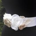 Púder-fehér szatén öv , Esküvő, Hajdísz, ruhadísz, Esküvői ékszer, Menyasszonyi ruha, Virágkötés, Varrás, Púder (nud) és fehér színben készült megrendelésre,menyasszonynak. Finoman elegáns kiegészítő. Mére..., Meska