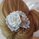 Vintage hajbavaló,ruhadísz esküvőre, Esküvő, Esküvői ékszer, Hajdísz, ruhadísz, Menyasszonyi ruha, Virágkötés, Varrás, Kis szatén rózsákat csipke alapra varrtam,és üveg valamint tekla gyöngyökkel díszítettem.A vintage ..., Meska