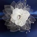 Virág hajdísz,organza szirmokkal, Elegáns,virág formájú hajdísz,hajtű. Színe ...