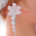 Margaret esküvői fülbevaló, Fehér margaréta virág , tekla és üveg kristá...
