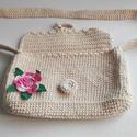 Horgolt táska, Táska, Válltáska, oldaltáska, Horgolt táska, hoegolt virággal díszítve, 20*11*3 cm, beige szín, 75 cm-es vállrész, Meska