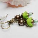 Tavaszváró zöld fülbevaló, Akryl telt matt színű tulipánvirágból és tek...