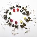 Szalagfülik (5pár), Ékszer, Fülbevaló, Réz és sötétezüst színű fülbevalókat készítettem nikkelmentes szerelékekből és színes 8mm nagyságú t..., Meska