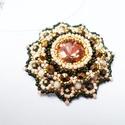 Romantikus rózsaablak, Ékszer, óra, Medál, Nyaklánc, Oliva, arany, bronz és barack színben készítettem el ezt a medált japán és cseh gyöngyökből. Igazán ..., Meska
