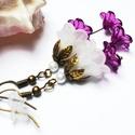 Fehér borvörös harangvirág fülbevaló, Ékszer, óra, Fülbevaló, Egyedi, elegáns fülbevaló fehér és börvörös színekben akryl virágól és tekla gyöngyből. Kb. 4cm hoss..., Meska