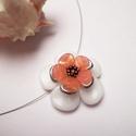 Barackvirág, Ékszer, óra, Medál, Nyaklánc, Tavaszi virágformát alkottam rose petal, csiszolt és toho gyöngyökből. A medál átmérője 30mm.  Láncr..., Meska