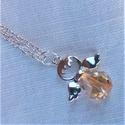 Topáz színű üvegangyal nyaklánc, Ékszer, Medál, Nyaklánc, Nagyon szolid, egyszerű angyalkát formázó medál ezüst színű láncon.  A medál hossza: 3cm. Egy csiszo..., Meska
