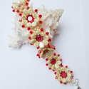 Piros virágok karkötő, Ékszer, Karkötő, Pip, toho, bicone és swarovski chaton gyöngyökből készítettem el ezt a romantikus karkötőt.  Nem min..., Meska