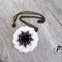 Dahlia medál, Sokak kedvenc virágát fűztem meg fehér és lil...