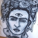 Frida Kahlo mintás párnahuzat, Dekoráció, Otthon, lakberendezés, Lakástextil, Párna, Festészet, Fotó, grafika, rajz, illusztráció, Párnahuzat egyedi, kézzel rajzolt minta nyomatával.  LEÍRÁS Méret: 40 cm x 40 cm Anyag: Matt poliés..., Meska