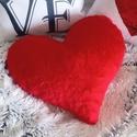 Piros műszőrme szív díszpárna (kb 40x40 cm), Otthon & lakás, Szerelmeseknek, Ünnepi dekoráció, Dekoráció, Lakberendezés, Lakástextil, Párna, ♥ Dekor párna egyedileg tervezve és kézzel varrva a kis stúdiónkban.  Méret: (40 x 40 cm) Szín: Piro..., Meska