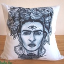 DEKOR PÁRNAHUZAT • Frida Kahlo (40x40cm), Otthon & lakás, Lakberendezés, Lakástextil, Párna, KÉZZEL KÉSZÍTETT DEKOR PÁRNAHUZAT EGYEDI NYOMATTAL  LEÍRÁS • szín: fehér • méret: 40x40cm • anyag: m..., Meska
