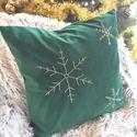 Karácsonyi hópelyhes zöld bársony díszpárna kézzel hímzett hópelyhekkel, huzat+belső párna (40x40cm), Otthon & lakás, Karácsony, Dekoráció, Ünnepi dekoráció, • KÉZZEL KÉSZÍTETT DEKOR PÁRNAHUZAT  TERMÉKLEÍRÁS: Levehető huzat + belső párna • huzat színe: fehér..., Meska