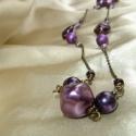 Lila hosszú nyaklánc, Ékszer, Nyaklánc, Különböző árnyalatú és formájú lila gyöngyökkel készült hosszú nyaklánc. Ideális őszi kiegészítő leh..., Meska