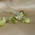 Tavaszhívogató karkötő zöld gyöngyökkel és ásványokkal , Ékszer, óra, Karkötő, Különböző méretű, formájú és árnyalatú zöld üveggyöngyökkel, szerpentin, prehnit és jade ásvány goly..., Meska