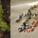 Vörösréz csigák zöld ásványokkal és édesvízi gyönggyel, karkötő, drót, Ékszer, óra, Karkötő, Ékszerkészítés, Fémmegmunkálás, Festett édesvízi gyöngyökkel, szerpentin ásvány spliterekkel és unakit ásvány golyóval díszített vö..., Meska