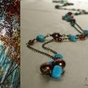 Türkiz-barna gyöngyös hosszú drótékszer nyaklánc, Ékszer, óra, Nyaklánc, Türkizkék színű festett howlit splitterekkel, barna üvegtekla gyöngyökkel és többféle méretű és árny..., Meska