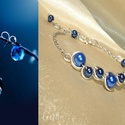 Blue bubbles - Sötétkék gyöngyös drótékszer karkötő, Ékszer, Karkötő, Sötétkék üvegtekla gyöngyökkel díszített drótékszer karkötő. Az ívelt részt ezüstözött ékszerdrótból..., Meska