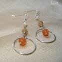 Orange Circle - ezüstözött fülbevaló narancs acháttal és üveggyöngyökkel, Ékszer, Fülbevaló, Narancs acháttal, karamell és ekrü üveggyöngyökkel díszített hosszú karikás fülbevaló - Ezüstözött é..., Meska