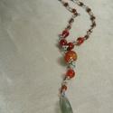 Narancs-zöld Y forma drótékszer nyaklánc, Ékszer, Nyaklánc, Narancs acháttal, narancs-barna csiszolt üveggyöngyökkel, festett fa golyóval és zöld ovális..., Meska
