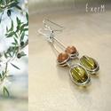 Oliva - gyöngy és fa minimál design fülbevaló, Olivin zöld ovális üveggyöngy és szantálfa g...
