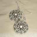 Drapp-ezüst kis kerek gyöngyös virág fülbevaló, Drapp superduo gyöngyökből, matt ezüst és  ez...