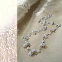 Fehér howlit hosszú ásvány nyaklánc, Ékszer, Nyaklánc, Fehér howlit ásvány splitterekkel és fehér kerek üveggyöngyökkel díszített hosszú ezüstözött nyaklán..., Meska
