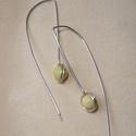 Sárga jáde fülbevaló, Ékszer, Fülbevaló, Ezüstözött ékszerdrót és 6 mm-es sárga jade golyó felhasználásával készült hosszú minimál fülbevaló...., Meska