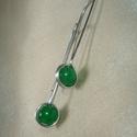 Zöld karneol minimal design fülbevaló, Ékszer, Fülbevaló, Ezüstözött ékszerdróttal befoglalt fülbevaló 6 mm-es zöld karneol ásvány gyönggyel. Hossza 3,5 cm, a..., Meska