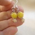 Sárga jáde minimalista fülbevaló, Apró ezüstözött drótékszer fülbevaló sárg...