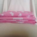 Újszülött takaró és párna szett, Baba-mama-gyerek, Gyerekszoba, Falvédő, takaró, Varrás, Újszülött szett, minőségi designer textilből készült.  A termék mindkét oldalán a rózsaszín alapon,..., Meska