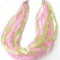 Kikelet nyakék, Ékszer, Nyaklánc, A nyakláncot rengeteg világos rózsaszín áttetsző kásagyöngyből és világos zöld rövid szalmagyöngyöt ..., Meska