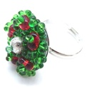 Magyal gyűrű, Ékszer, Karácsonyi, adventi apróságok, Karkötő, Az állítható gyűrűalapra zöld és piros farfalle gyöngyöket, ezüst fémgyöngyöt és megannyi kásagyöngy..., Meska