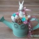 Locsolkodó :) Nyuszis asztaldísz nem csak Húsvétra!, Dekoráció, Húsvéti díszek, Otthon, lakberendezés, Asztaldísz, Virágkötés, Egy pasztell színű kis fém locsolót kibéleltem majd kerámia nyuszit ültettem rá kis tojcsikkal és p..., Meska