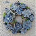 Farmer virágos ajtódísz 25cm 2., Dekoráció, Otthon, lakberendezés, Esküvő, Ballagás, Egyedi és újrahasznosított ajtódíszt készítettem.  Egy régi farmer új életre kelt virágok..., Meska