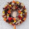 Sün Soma gyűjtöget - őszi ajtódísz 24 cm kopogtató , Otthon & lakás, Dekoráció, Lakberendezés, Ajtódísz, kopogtató, Egyedi színes őszi dekoráció.   Egy szalmaalapot bevontam, majd saját gumivirágokkal, termésekkel, k..., Meska