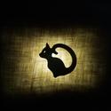 Cica sziluett medál II., Ékszer, óra, Nyaklánc, Üvegművészet, Ékszerkészítés, Fekete üvegből készült cica medál, bordó dupla selyemzsinóron.  Orvosi fém szerelvények. Hossza 46c..., Meska