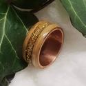 Réz-fa gyűrű - arany üveggyöngy berakással, Ékszer, Gyűrű, Ékszerkészítés, Famegmunkálás, Réz alapon fa gyűrű arany színű zúzott japán üveggyöngy berakással 18mm belső átmérő. A gyűrű fa ré..., Meska