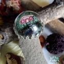 """""""A kupola alatt""""- üveg kupola alá rejtett polimer agyag hobbit házas gyűrű, mesebeli kézzel készült házikó , Ékszer, Gyűrű, A gyűrűt J.R.R. Tolkien A gyűrűk ura c. könyvében található hobbit házak inspirálták. A k..., Meska"""