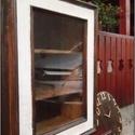 Tükör újrahasznosítása: faliszekrény, Bútor, Szekrény, Famegmunkálás, Eladó a képen látható, régi falitükör kerete ihlette kis faliszekrény. Mérete: 40 cm széles, 55 cm ..., Meska