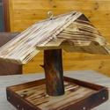 Madáretető, Tömör fából készült, kisebb méretű madáre...