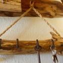 Rusztikus kulcstartó, Akác fából készült rusztikus kulcstartó. A k...