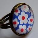 Virágos gyűrű, Ékszer, óra, Gyűrű, Üveglencsés technikával készített, pöttyös gyűrű bronz színű alappal. Az üveglencse átm..., Meska