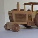 vezetőfülkés traktor , Játék, Baba-mama-gyerek, Fajáték, Gyerekszoba, Famegmunkálás, Bükkfából készült traktor kerekei fekete dióból vannak könnyedén forognak. Akár 1,5-2 éves kortól m..., Meska