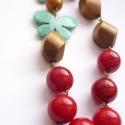 Pillangós nyaklánc, Ezt a vidám, színes nyakláncot piros, arany és...