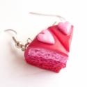 Valentin napi torta fülbevaló, Valentin napi epres tortaszeletek, bordó cukormá...